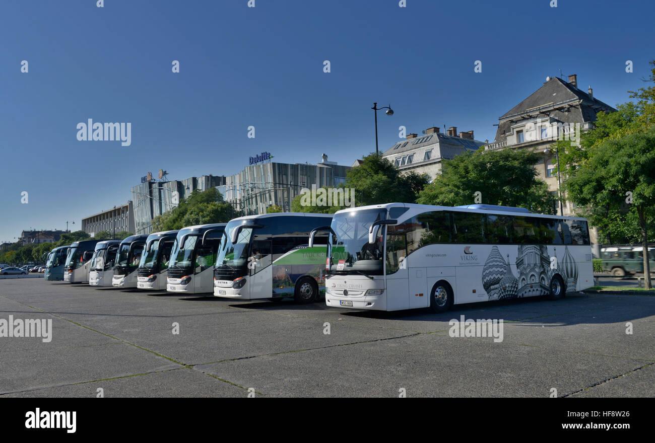Reisebusse, Dozsa Gyoergy ut, Budapest, Ungarn, Coaches, Hungary - Stock Image