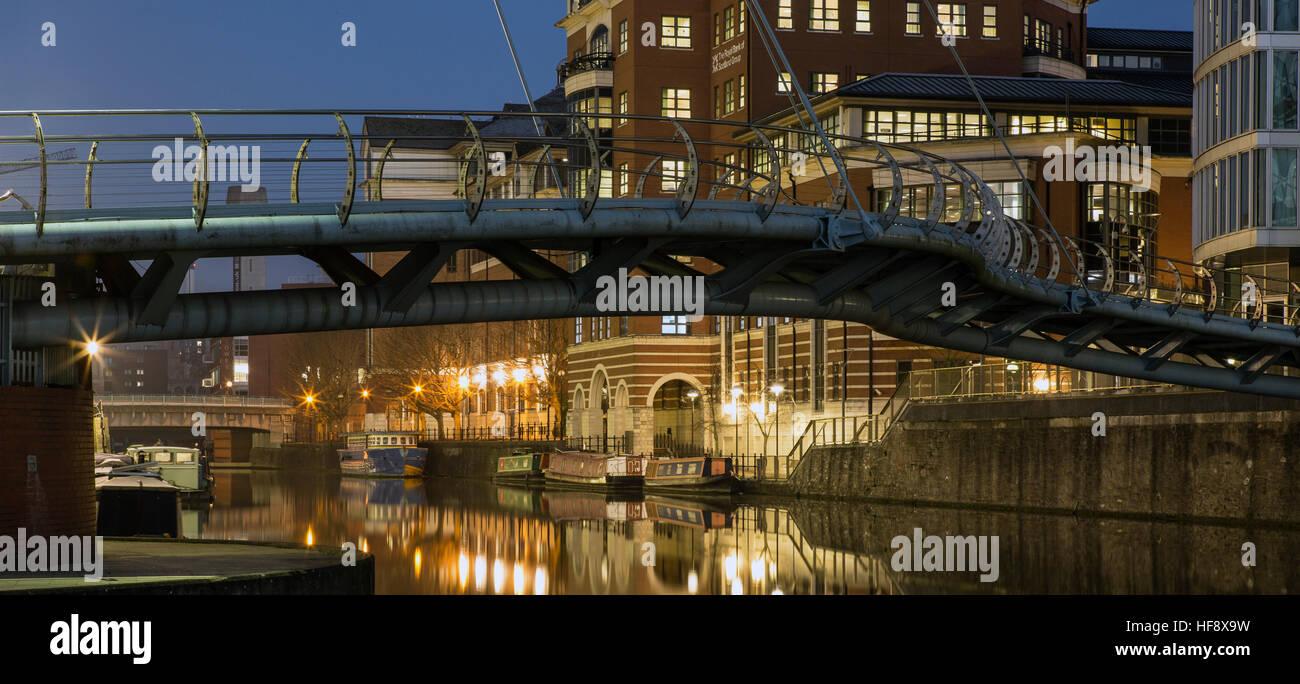 Temple Quay Bridge in Bristol by night, Bristol, England, UK - Stock Image