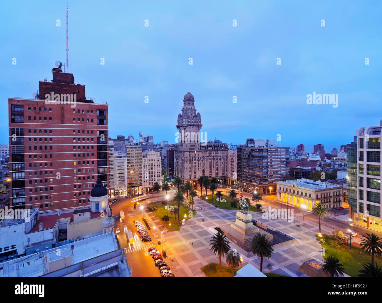 View of Independence Square at dusk, Montevideo, Uruguay - Stock Image