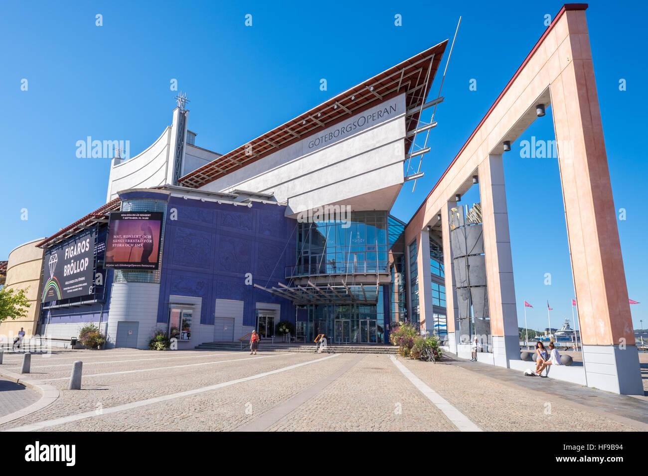 89555e7e6666 The Gothenburg Opera House in Gothenburg harbor Stock Photo ...