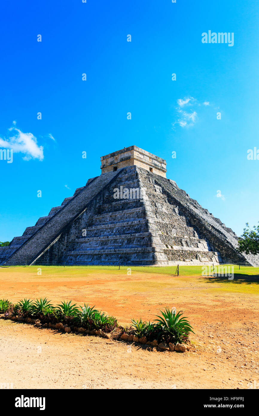 Central structure of Castillo, in the ancient Mayan temple of Chichen Itza, Yucatan, Mexico - Stock Image