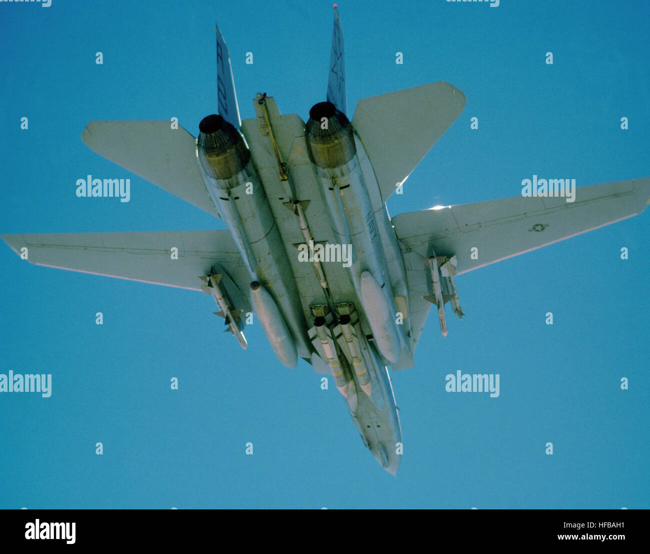 A view of the underside of a Fighter Squadron 33 (VF-33) F-14A Tomcat aircraft as it returns to the aircraft carrier - Stock Image