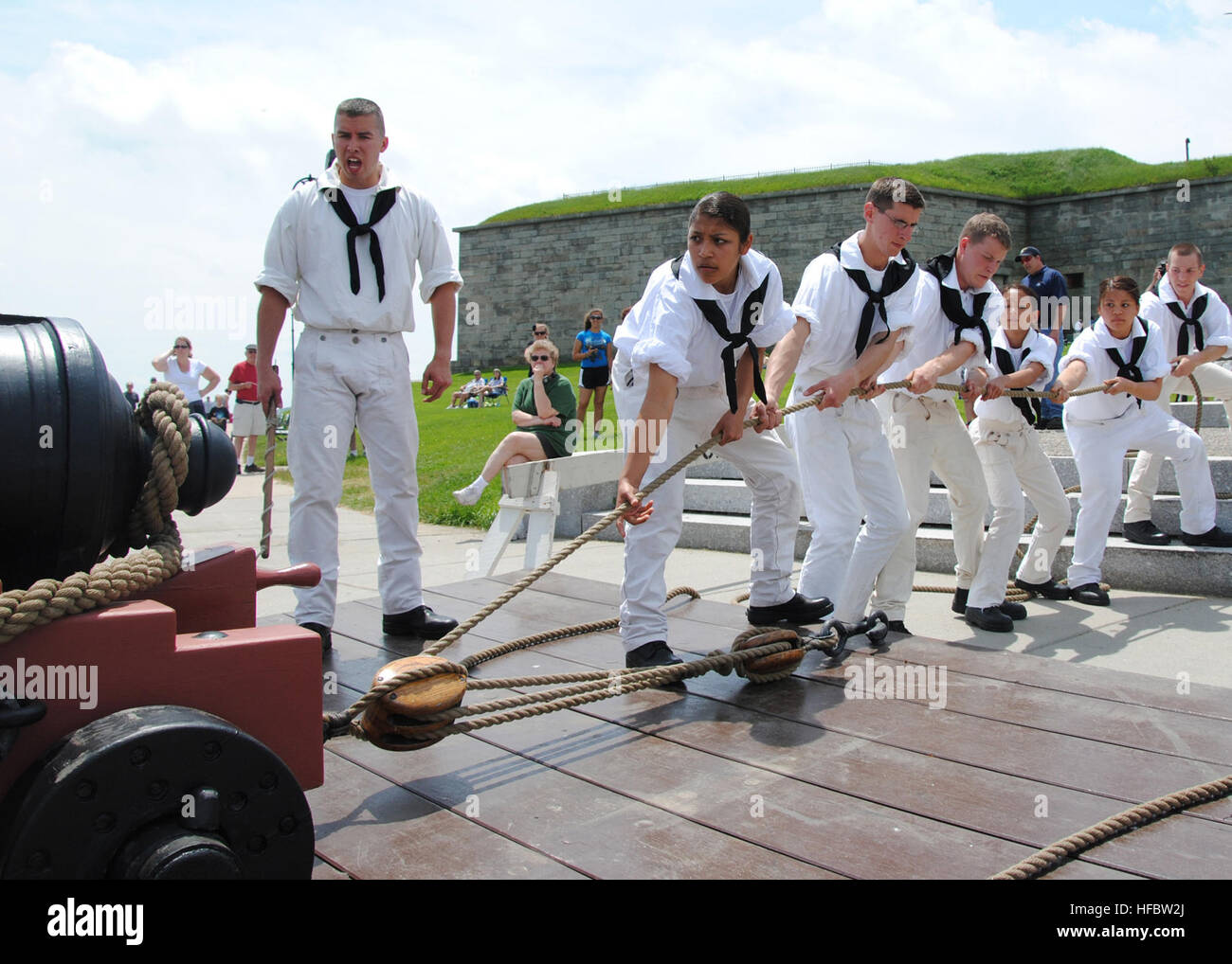 110529-N-AU127-183  BOSTON (May 29, 2011) Sailors assigned to USS Constitution perform War of 1812-era gun drills - Stock Image