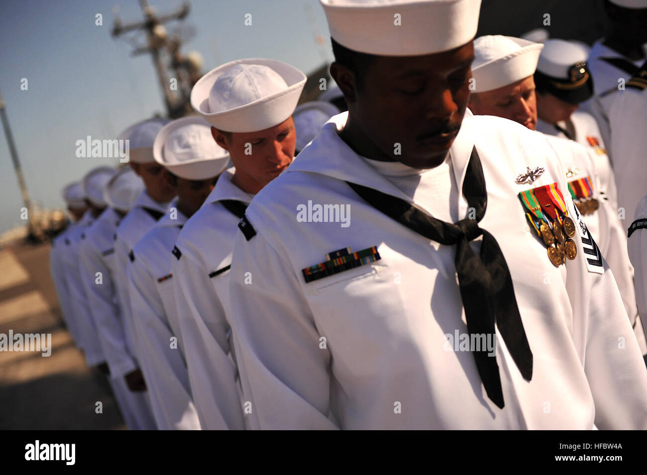 110729-N-YR391-015 MAYPORT, Fla. (July 29, 2011) Sailors assigned to the guided-missile frigate USS Doyle (FFG 39) - Stock Image