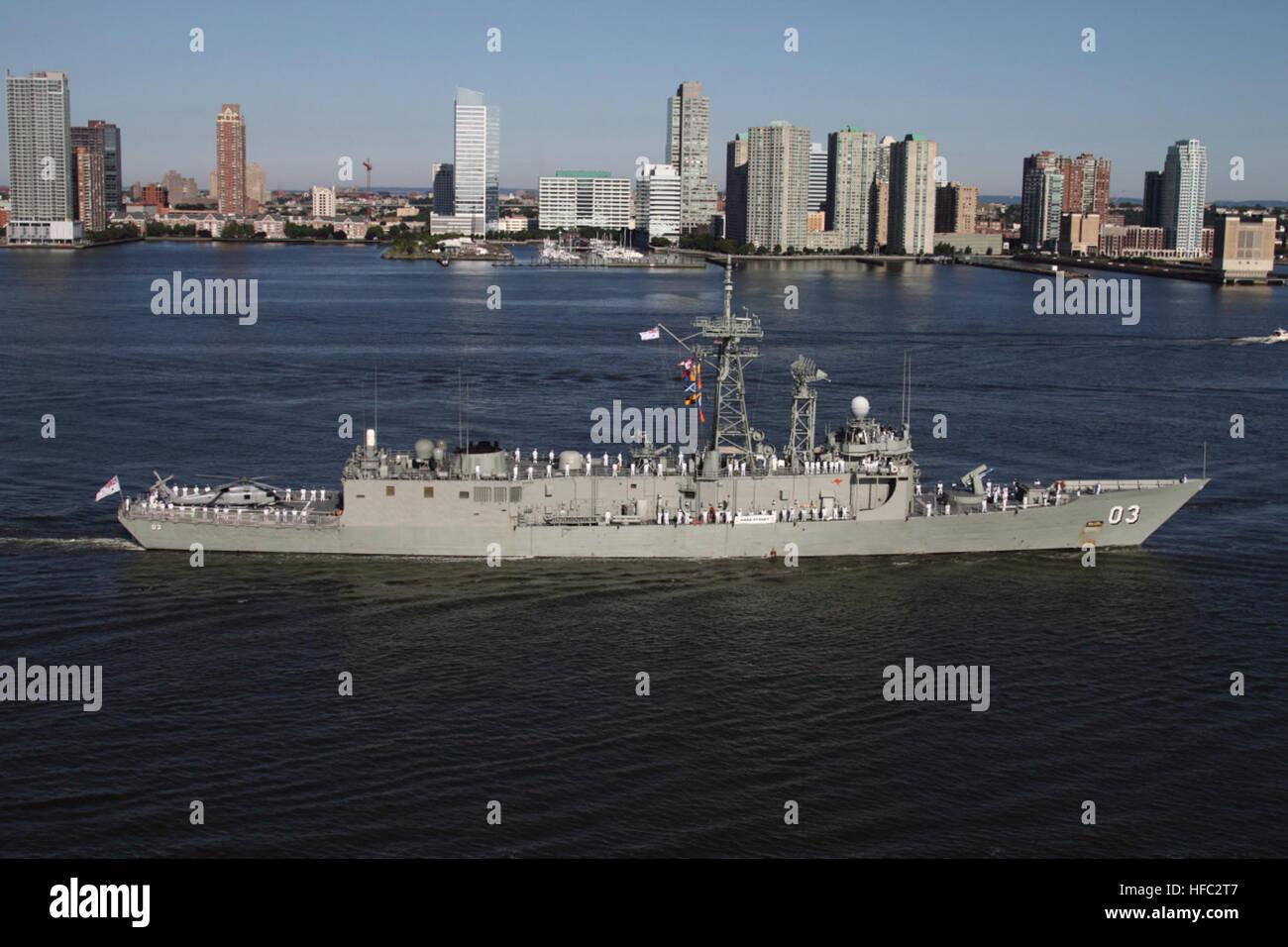 Two Australian Navy warships, HMAS Sydney and HMAS Ballarat arrive in New York harbor, Sunday July 19, 20009 accompanied - Stock Image