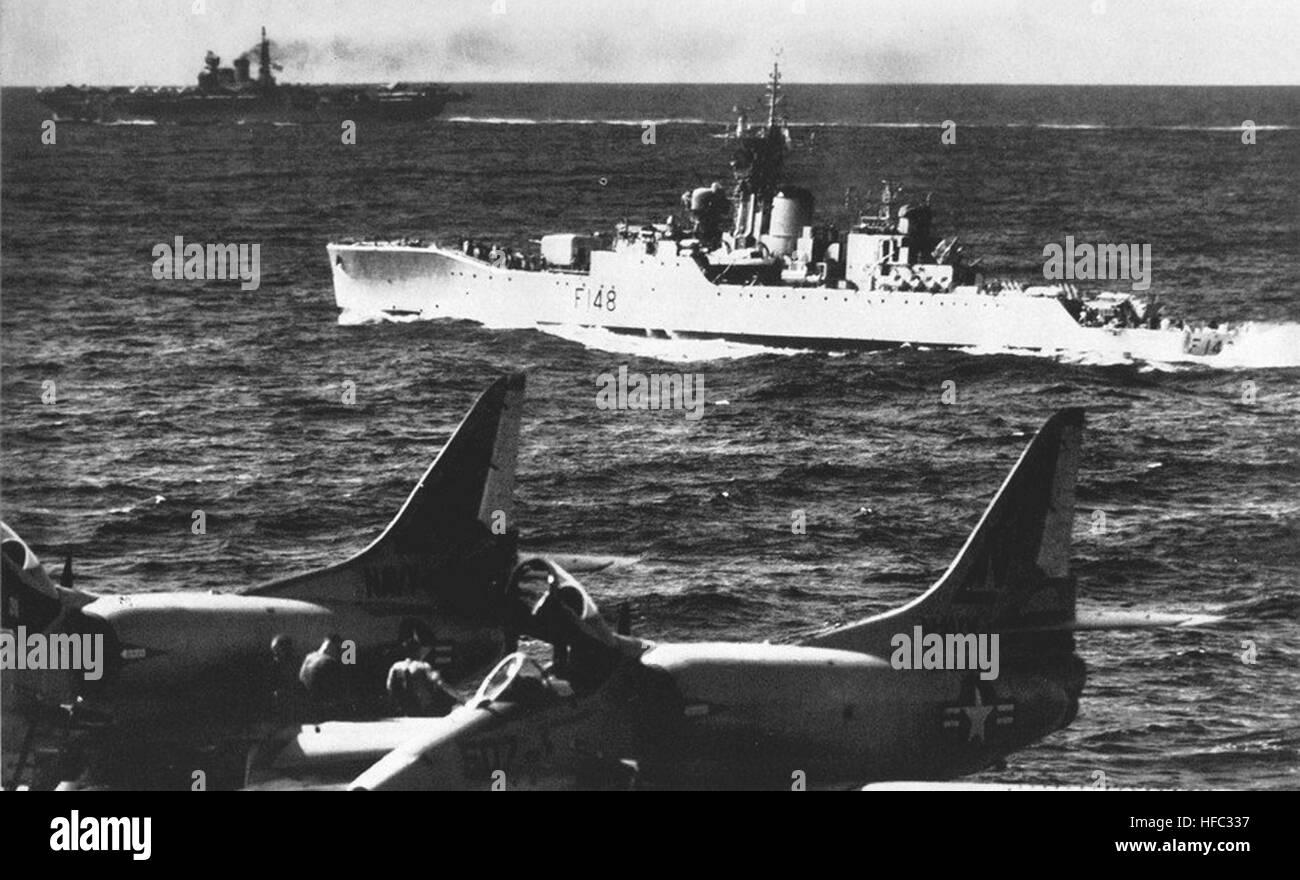 HMNZS Taranaki (F148) underway in May 1964 - Stock Image