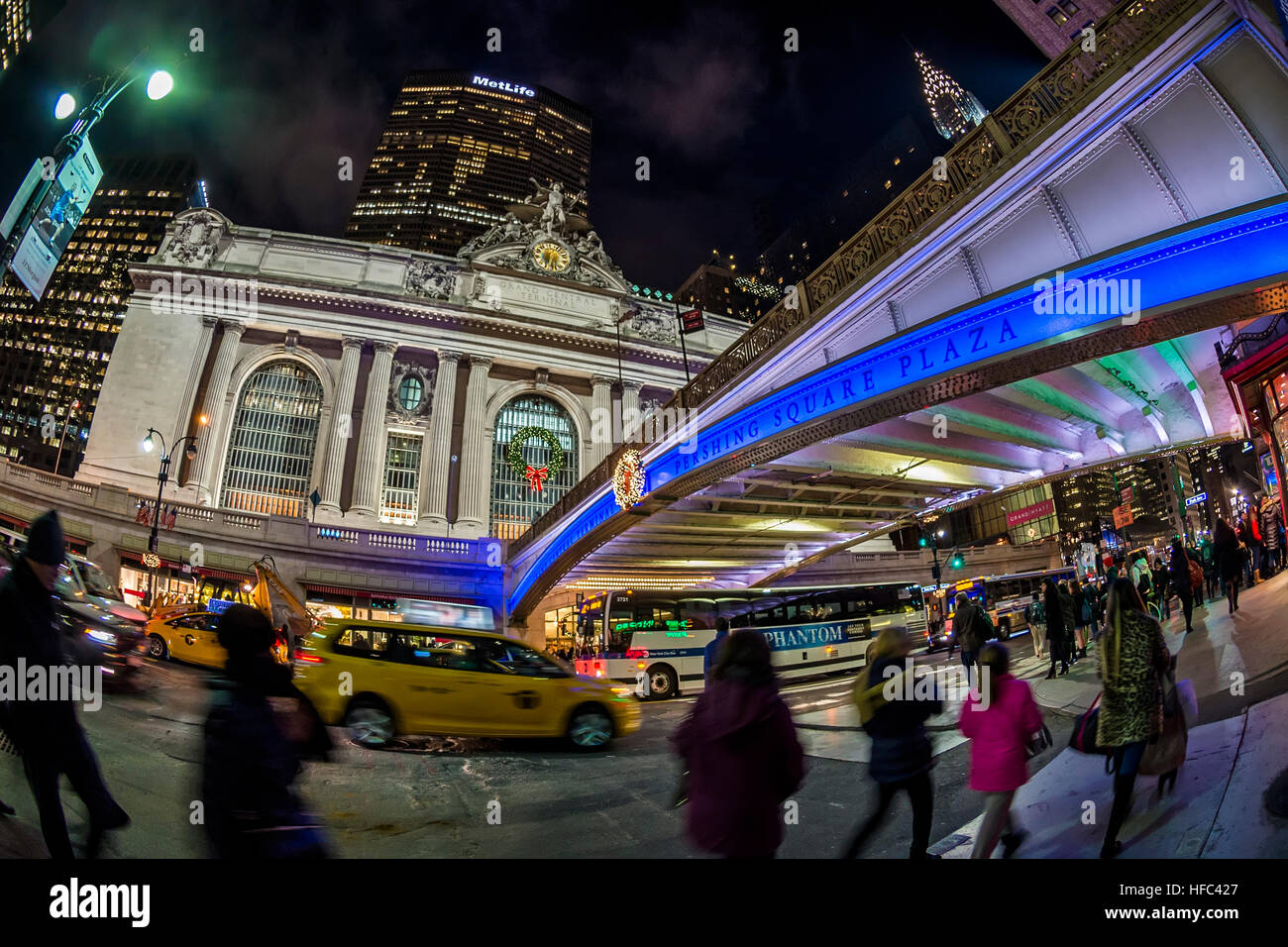 New York City, USA 29 December 2016 - The Park Avenue Viaduct bathe in Blue to celebrate Chanukkah, Grand Central - Stock Image