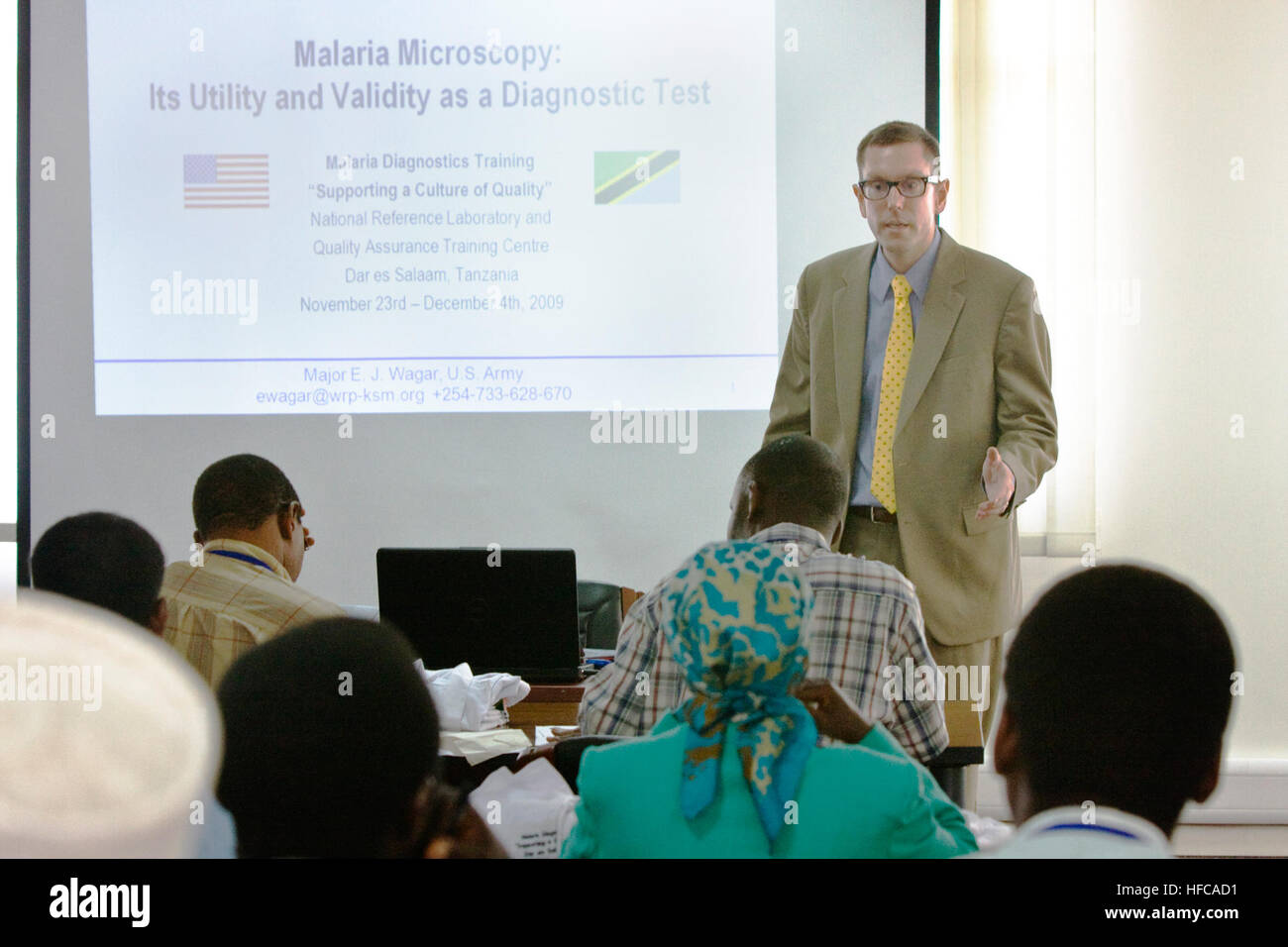 Major Eric J. Wagar with the U.S. Army Medical Research Unit-Kenya and The Walter Reed Project lectures on the malaria - Stock Image