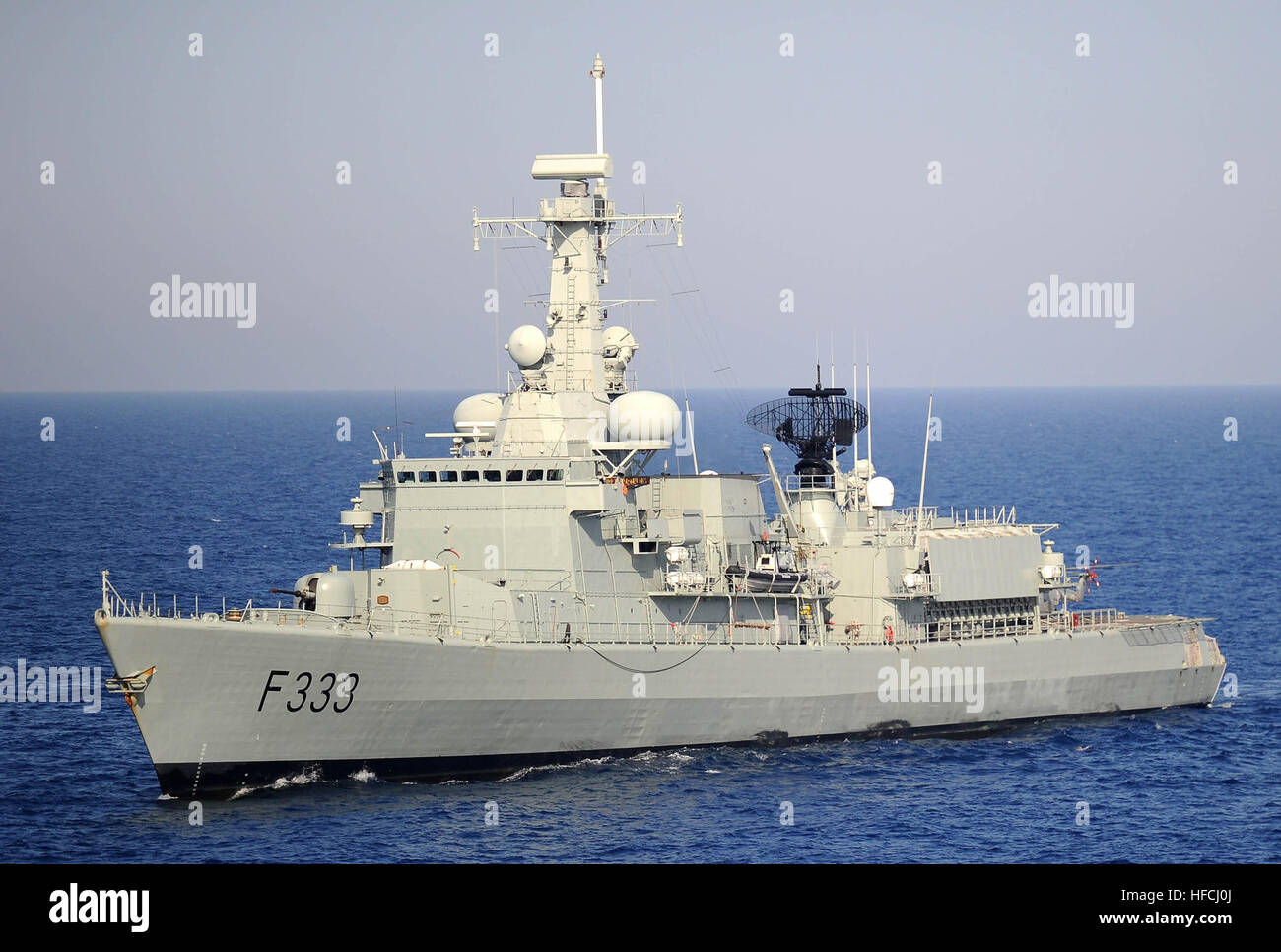 100527-N-3136P-508 MEDITERRANEAN SEA (May 27, 2010) A Portuguese Navy visit, board, search and seizure team in a - Stock Image