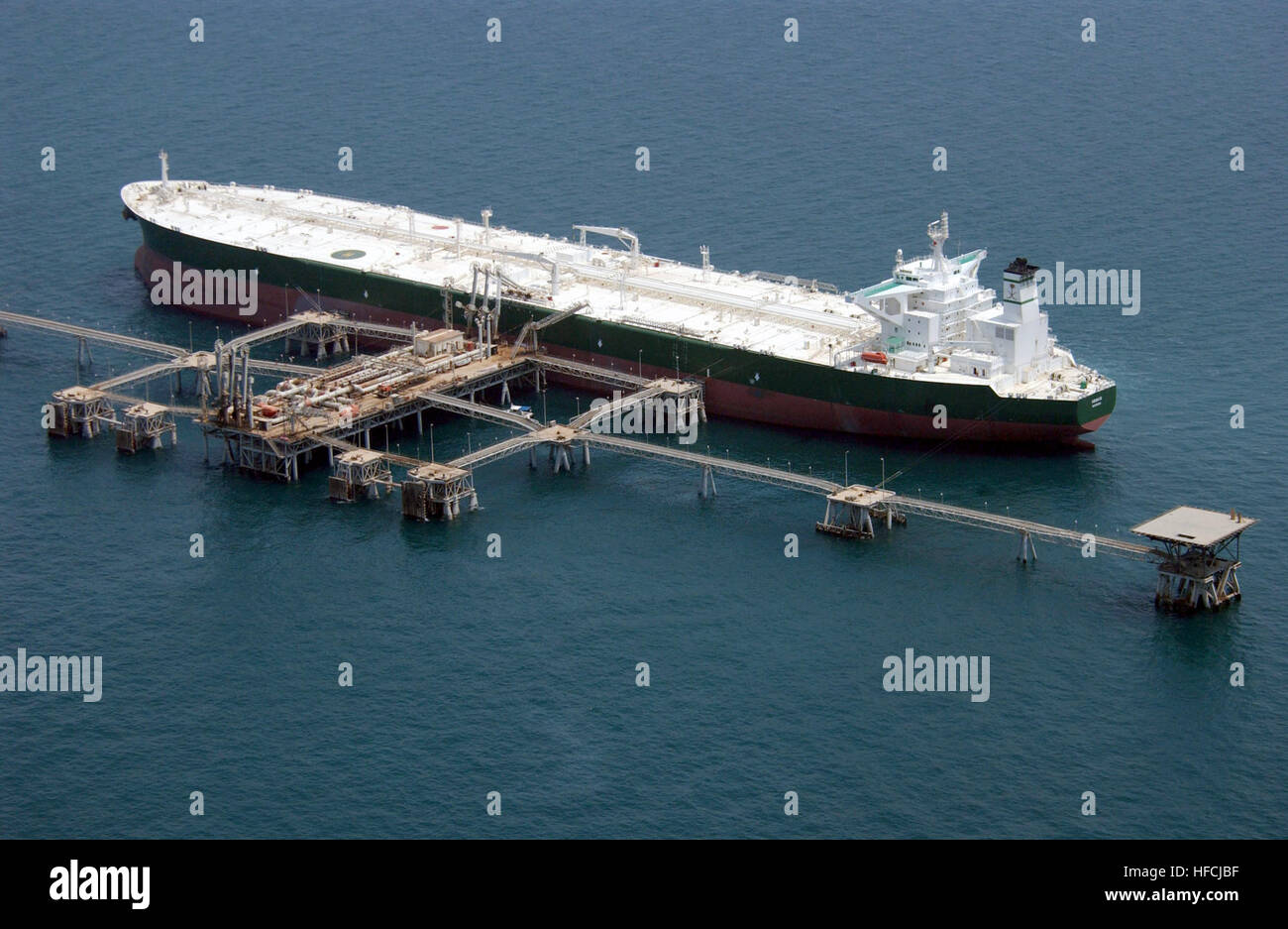 030629-N-4790M-001 Central Command Area of Responsibility (Jun. 29, 2003) -- Commercial oil tanker AbQaiq readies - Stock Image