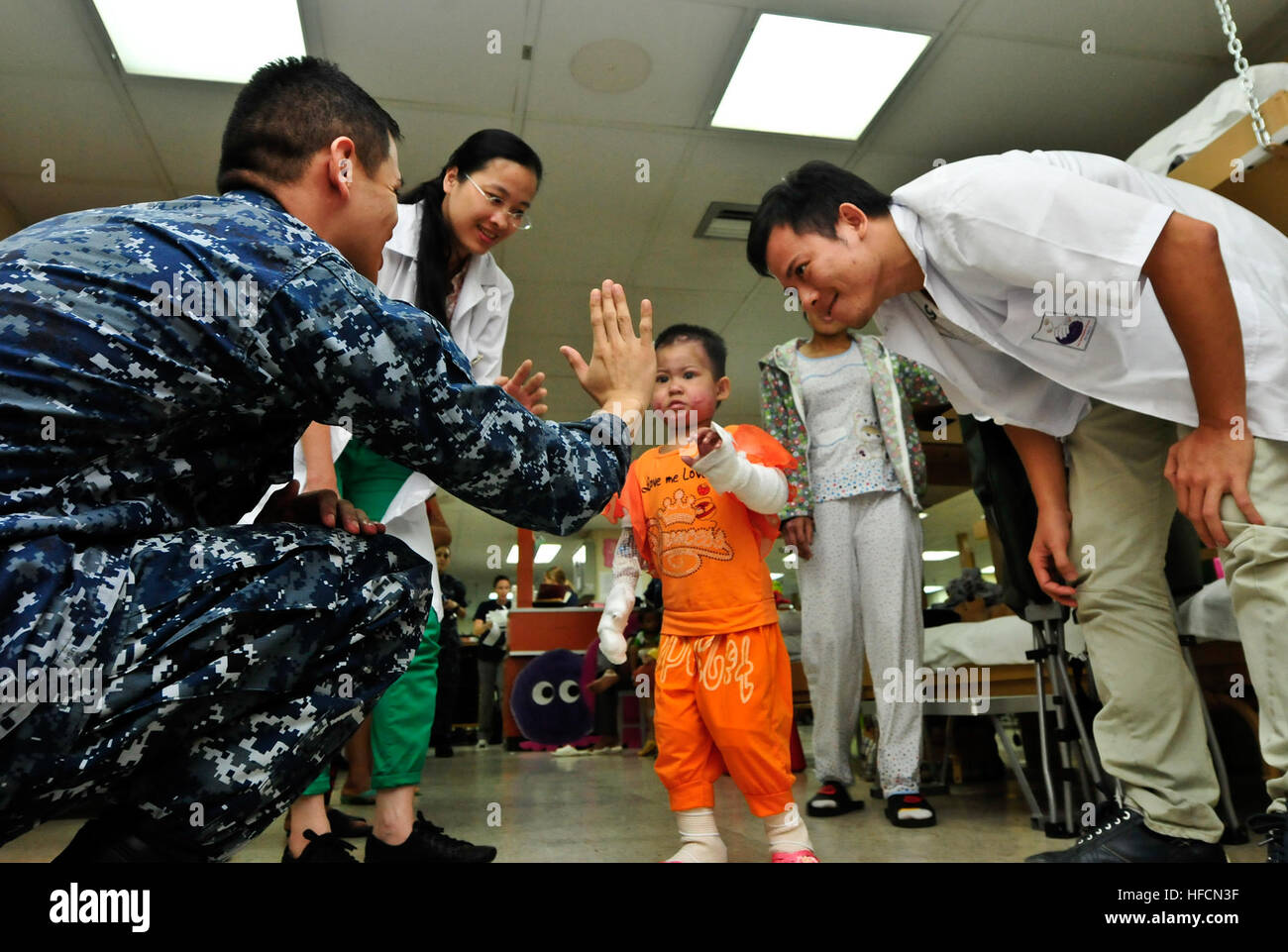 Mercy Physical Therapy >> Medical Team Members Aboard The Hospital Ship Usns Mercy T