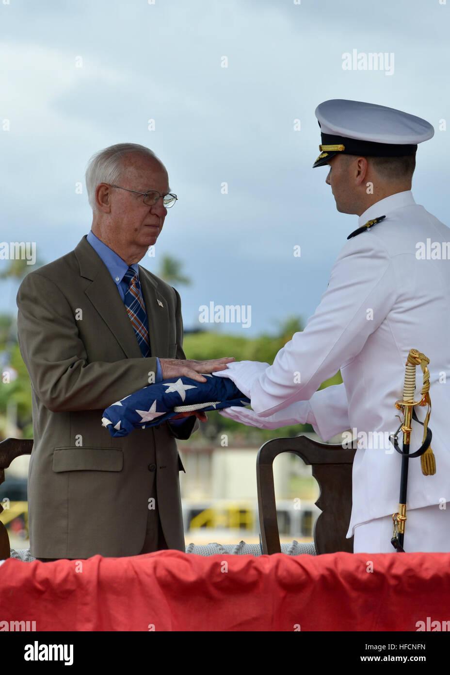 160530-N-LY160-433 JOINT BASE PEARL HARBOR-HICKAM, Hawaii (May 30, 2016) Commander Travis M. Petzoldt, commanding - Stock Image