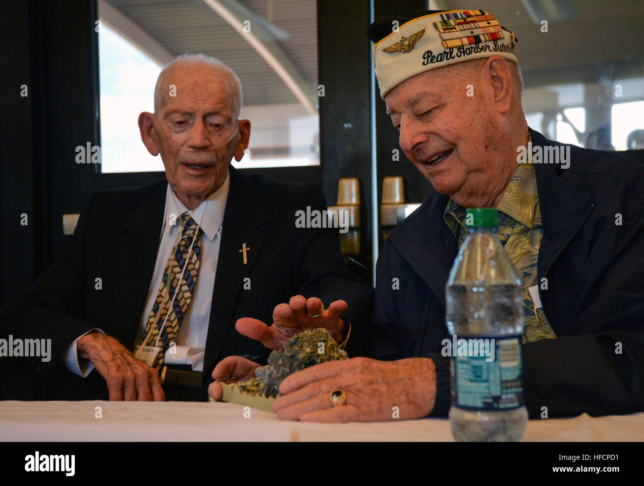 Battleship USS Arizona (BB 39) survivors John D. Anderson (left) and Louis A. Conter examine a 3-dimensional model - Stock Image