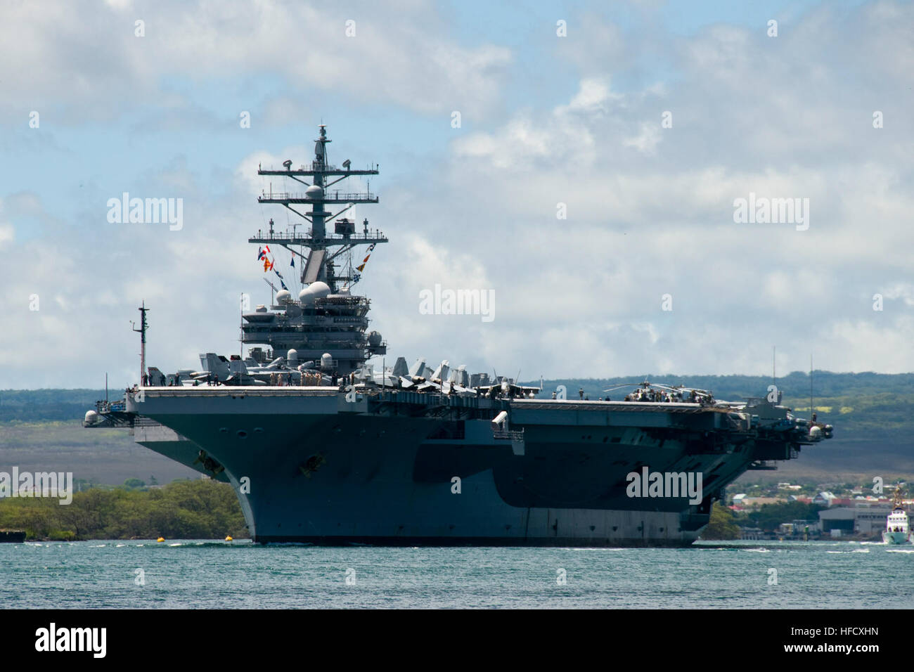 The Nimitz-class nuclear-powered aircraft carrier USS Ronald Reagan departs Joint Base Pearl Harbor-Hickam to participate Stock Photo
