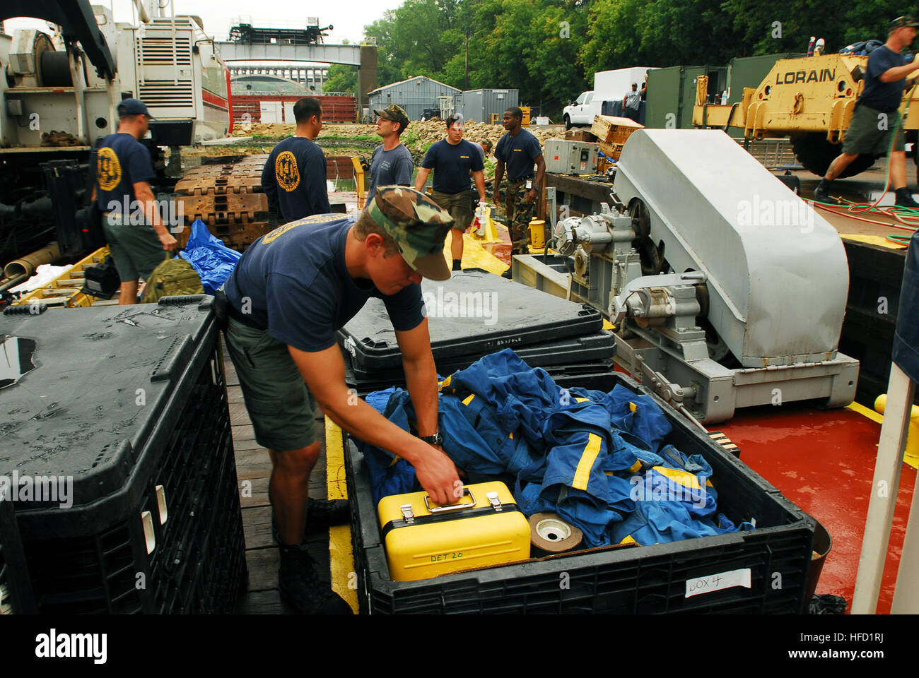 Navy divers from Mobile Diving and Salvage Unit (MDSU) 2 pack their gear in preparation for their return to Naval Amphibious Base Little Creek, Virginia Beach, Va., on Aug. 21. Divers from MDSU-2 have finished aiding federal, state and local officials with the search and recovery efforts at the I-35 bridge collapse site over the Mississippi River in Minneapolis. Salvage, Navy Divers Prepare to Return Home 55690 Stock Photo