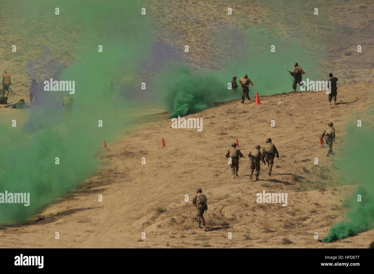 100902-N-1159B-050 Darulaman, Afghanistan (September 2, 2010) – With colored smoke simulating the fog of war, Afghan - Stock Image
