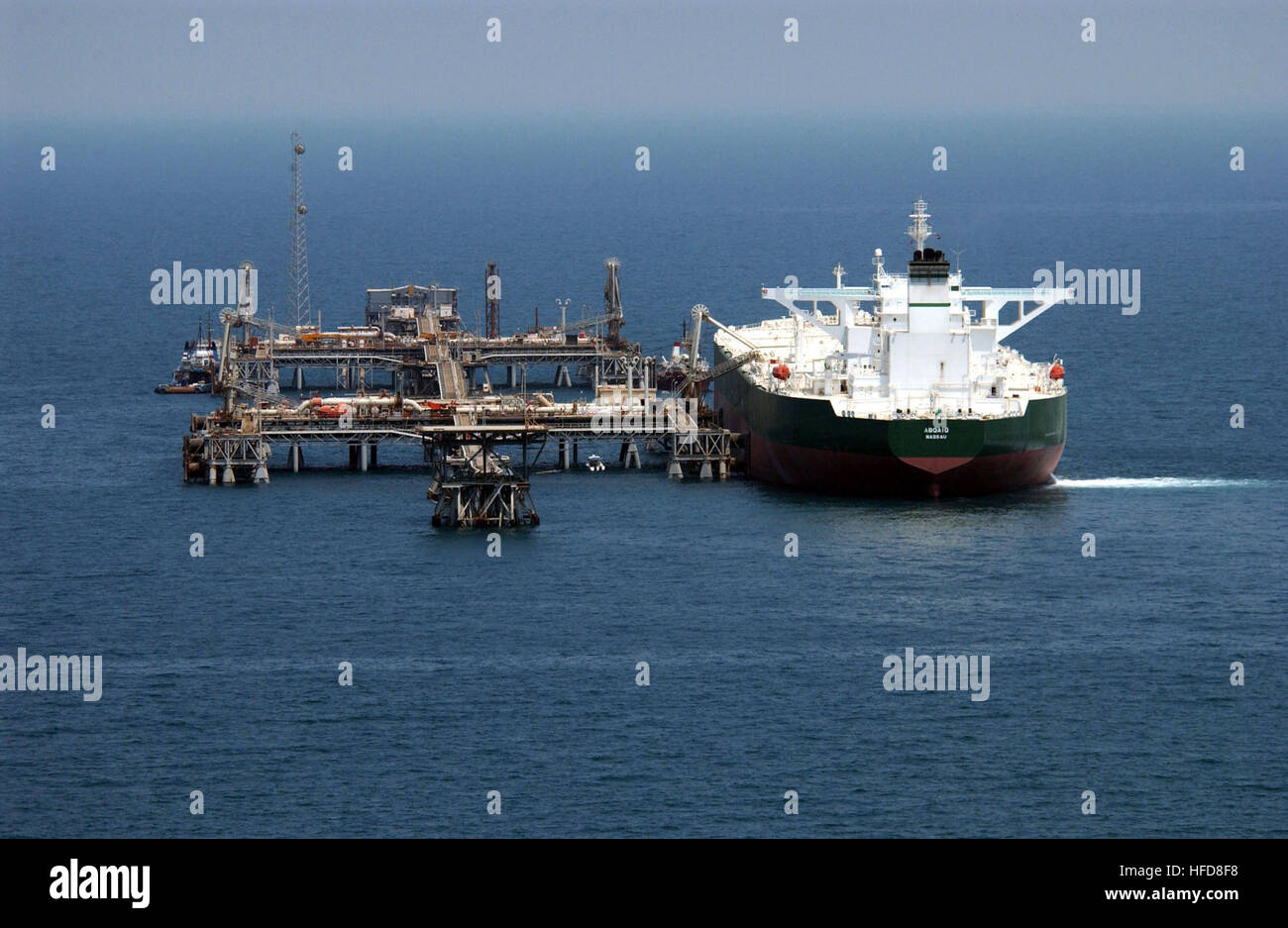 030629-N-4790M-002 Central Command Area of Responsibility (Jun. 29, 2003) -- Commercial oil tanker AbQaiq readies - Stock Image