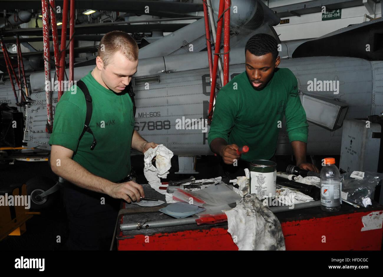 U.S. Navy Aviation Structural Mechanic 2nd Class Edward Nowak, left, and Aviation Structural Mechanic 2nd Class - Stock Image