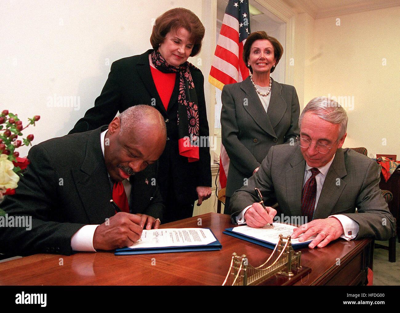 020123-N-5636P-001 Capitol Hill, Washington, D.C. (Jan. 23, 2002) -- Secretary of the Navy the Honorable Gordon - Stock Image