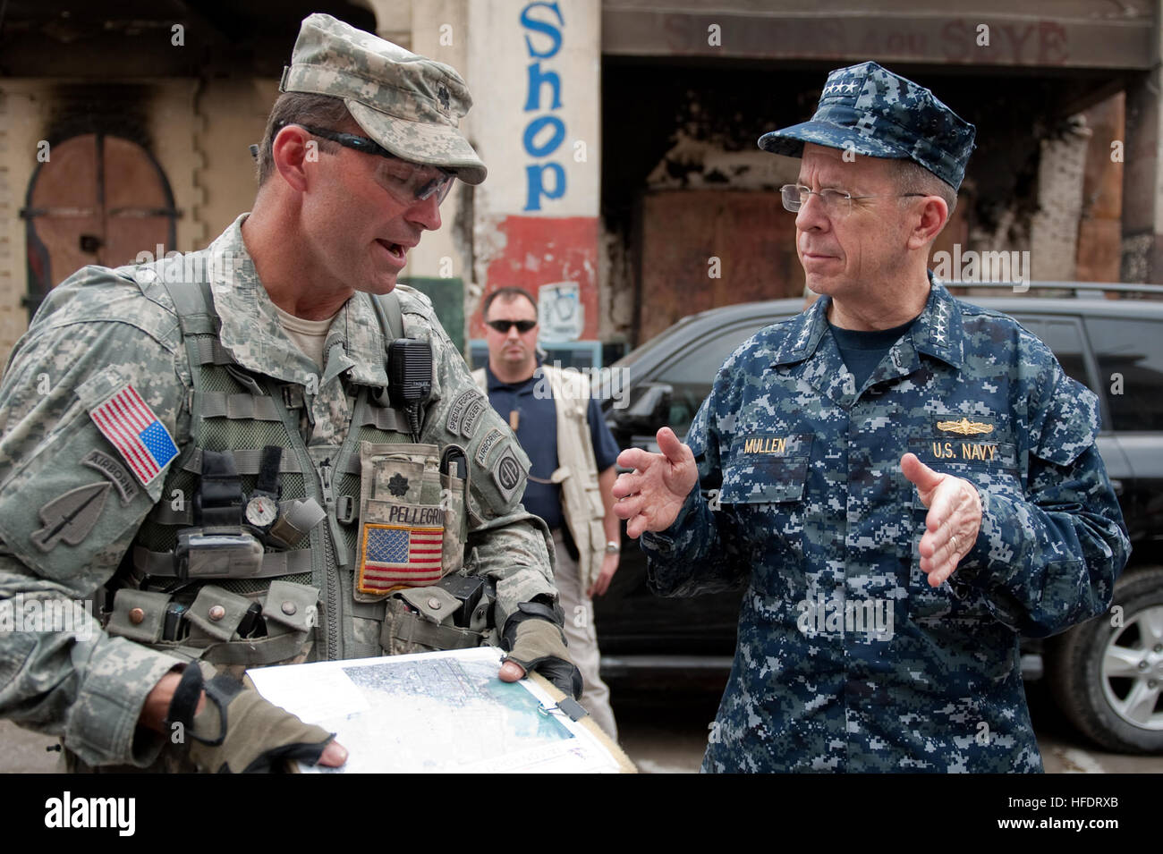 U.S Army Lt. Col. Keith Pellegro, 2nd BT, 82nd Airborne Divison explains the situation during a tour with Chairman - Stock Image