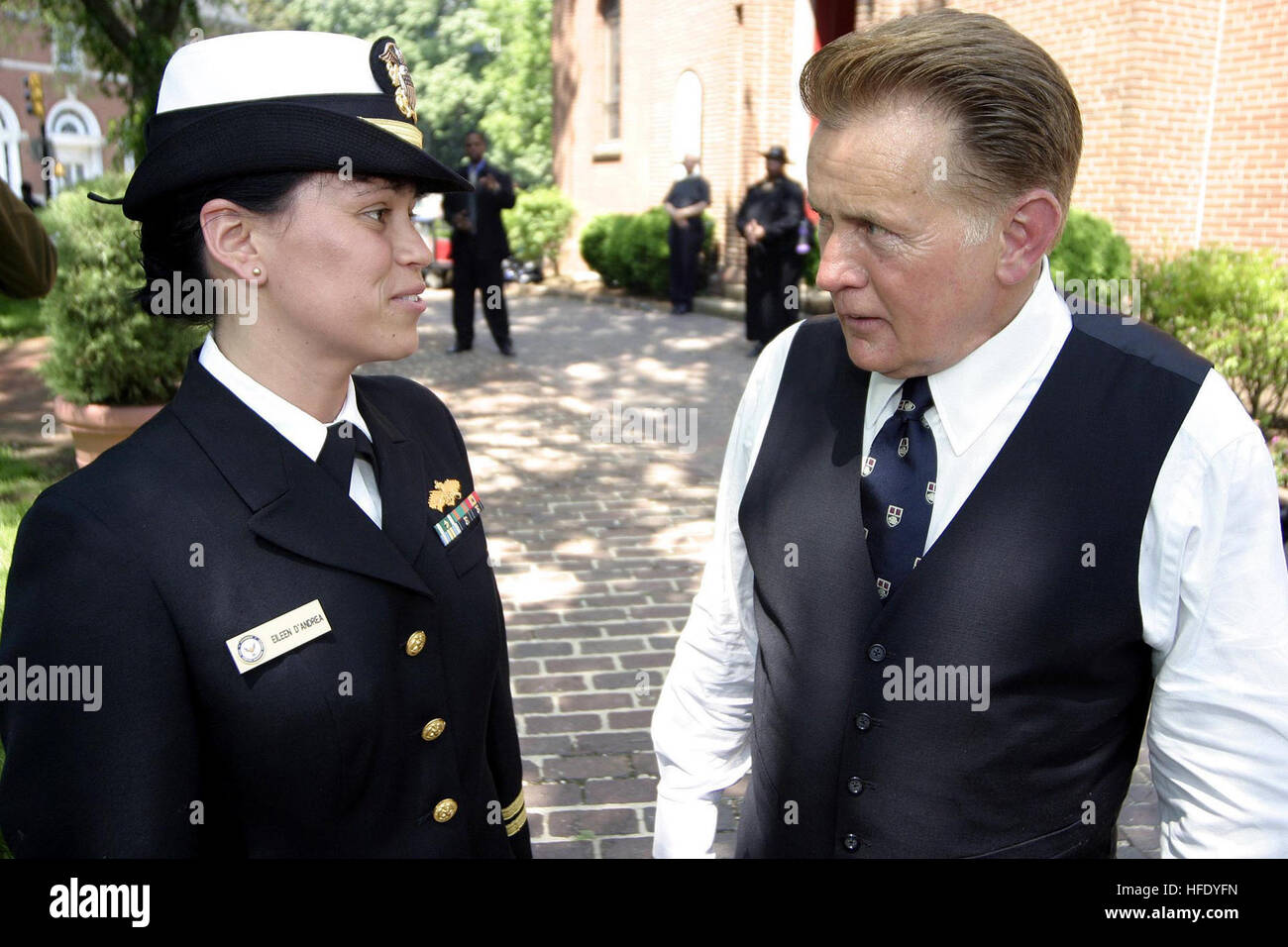 040510-N-5321R-147 Annapolis, Md. - Lt. Eileen D'Andrea, left, and acclaimed actor Martin Sheen discuss the - Stock Image