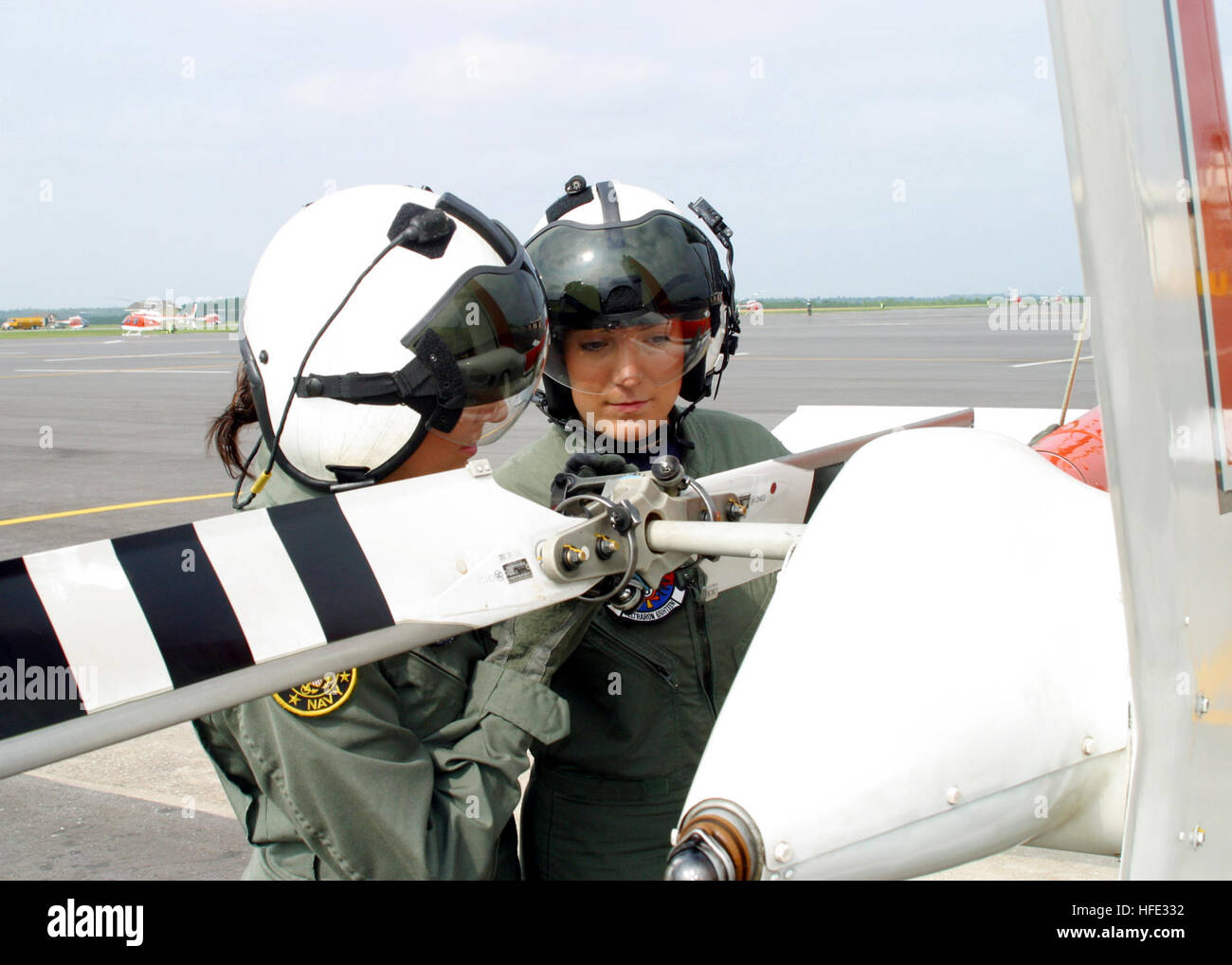 040811-N-0000T-001 Naval Air Station Whiting Field, Fla. (Aug. 11, 2004) Ð Identical twins Lt. j.g. Deborah - Stock Image