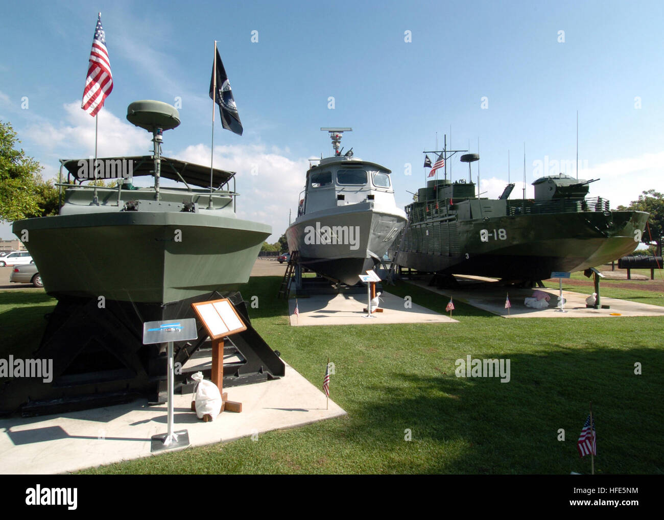 041111-N-7949W-007 Naval Amphibious Base Coronado, Calif. (Nov. 11, 2004) - Visitors to the Vietnam Unit Memorial - Stock Image