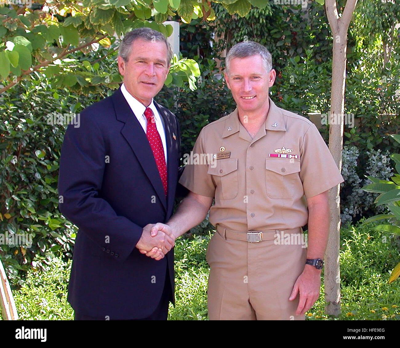 030605-N-0000X-001 Sharm el-Sheik, Egypt (Jun. 5, 2003) -- President George W. Bush congratulates Capt. Terence Stock Photo