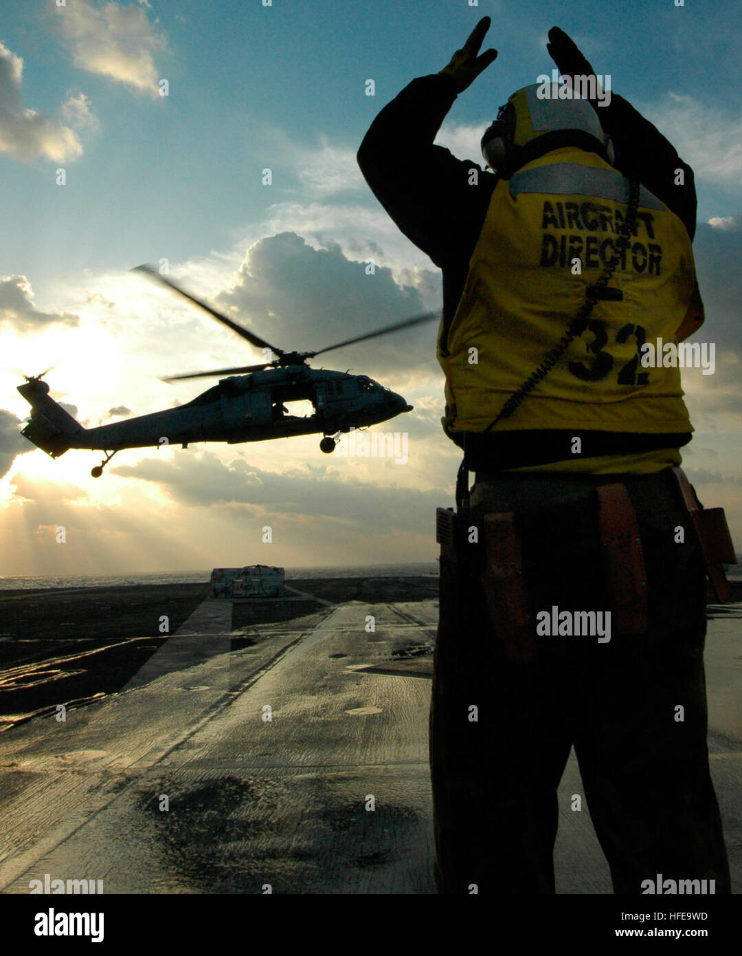 050214-N-5781F-083 Pacific Ocean (Feb. 14, 2005) - An Aviation Boatswain's Mate directs an MH-60S Seahawk helicopter - Stock Image