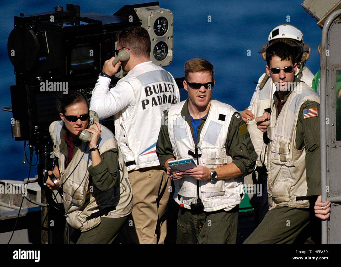 050221-N-1229B-023 Pacific Ocean (Feb. 21, 2005) Ð Landing Signal Officers (LSO) monitor the flight deck from - Stock Image