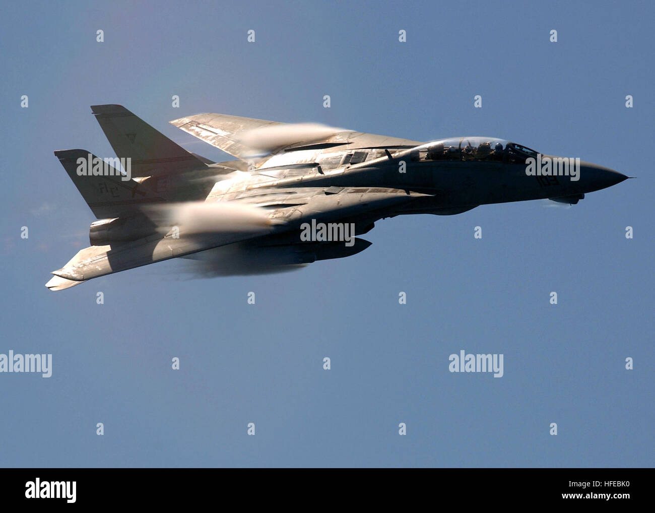 050330-N-5345W-073 Mediterranean Sea (Mar. 30, 2005) - Clouds of water vapor rush over the swept-wings of an F-14B - Stock Image