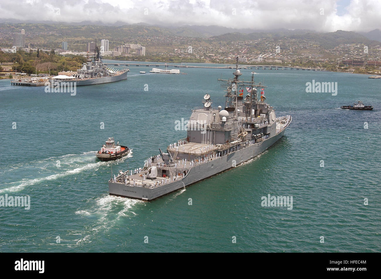 050415-N-8157F-106 Pearl Harbor, Hawaii (April 15, 2005)- The guided-missile cruiser USS Vincennes (CG 49) heads - Stock Image