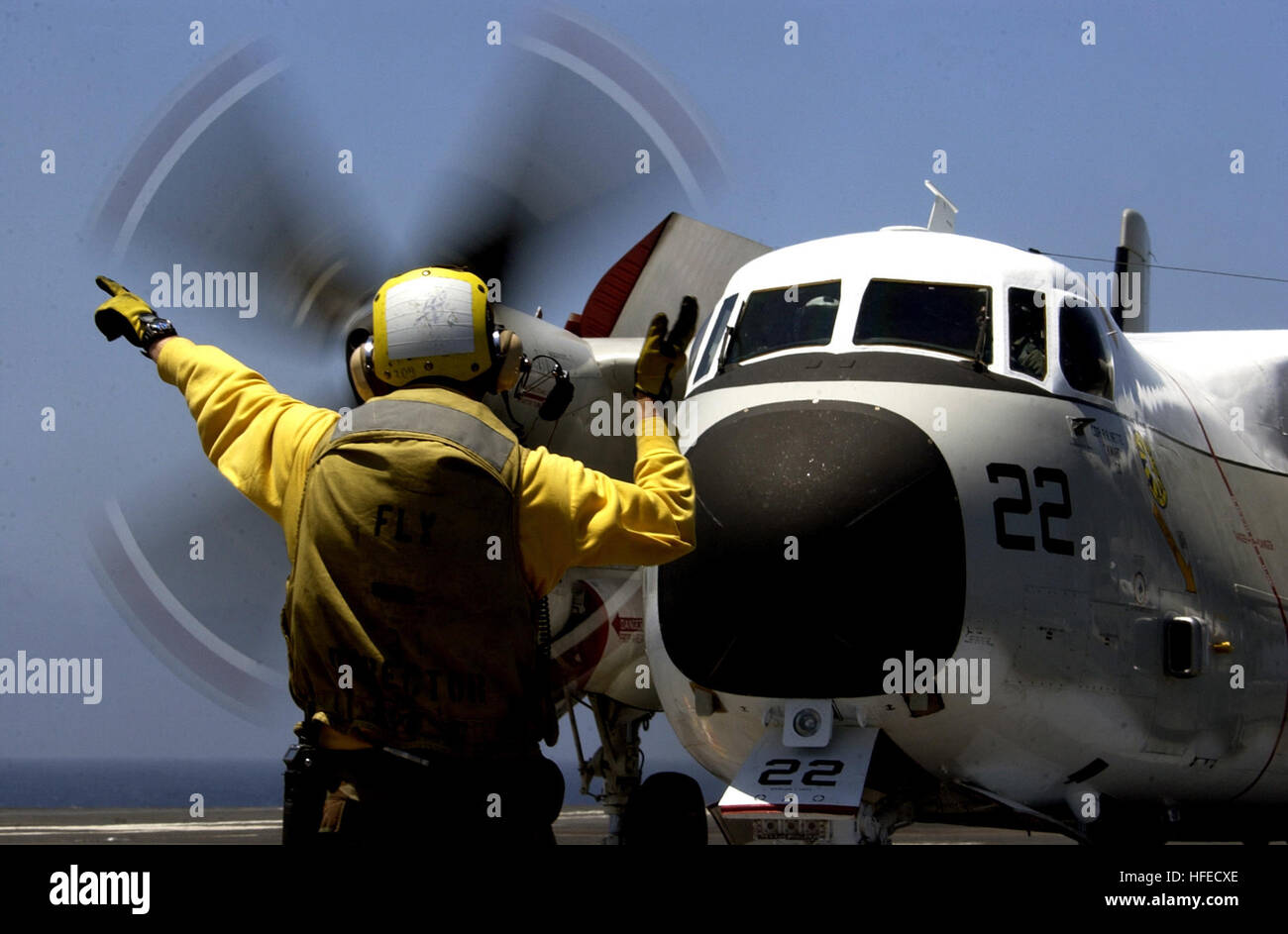 050512-N-5549O-064  Pacific Ocean (May 11, 2005) - A flight deck handler directs a C-2 Greyhound attached to the - Stock Image