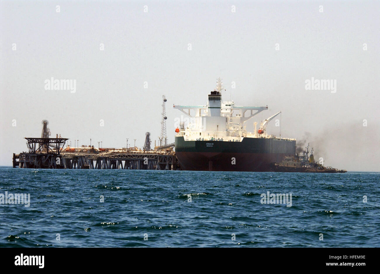 030628-N-6077T-006 Central Command Area of Responsibility (Jun. 28, 2003) -- Commercial oil tanker AbQaiq is helped - Stock Image