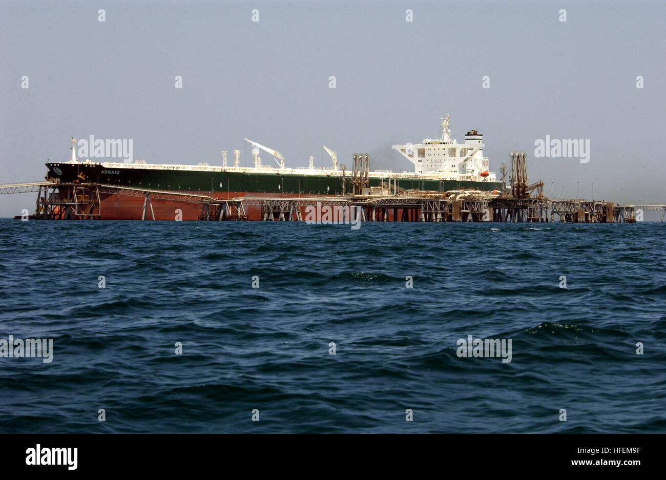 030628-N-6077T-005 Central Command Area of Responsibility (Jun. 28, 2003) -- Commercial oil tanker AbQaiq readies - Stock Image