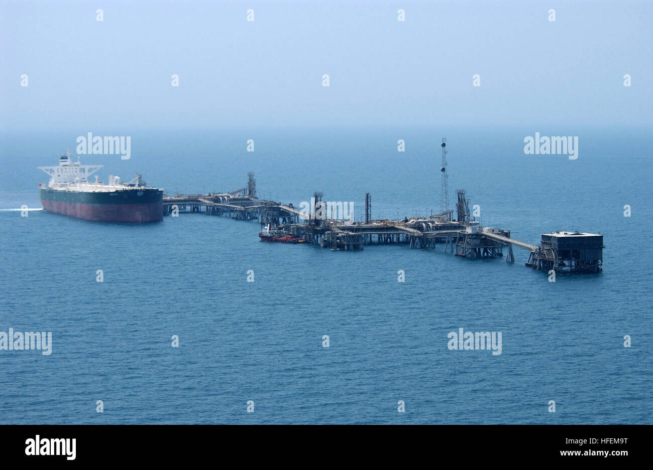030629-N-4790M-006 Central Command Area of Responsibility (Jun. 29, 2003) -- Commercial oil tanker AbQaiq readies - Stock Image