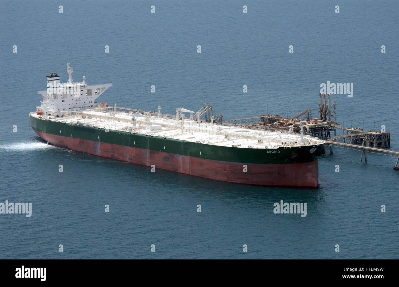 030629-N-4790M-003 Central Command Area of Responsibility (Jun. 29, 2003) -- Commercial oil tanker AbQaiq readies - Stock Image