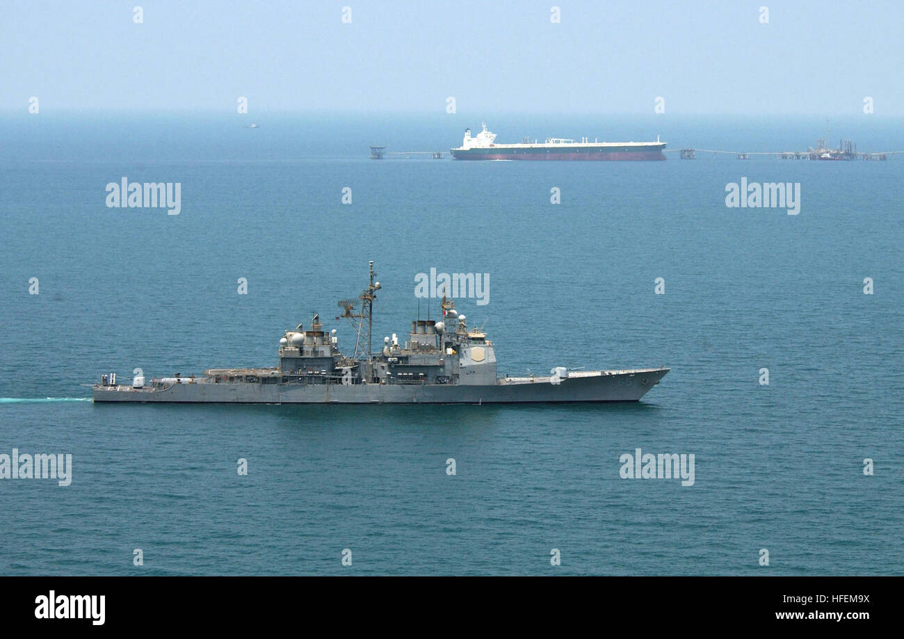 030629-N-4790M-004 Central Command Area of Responsibility (Jun. 29, 2003) -- USS Chosin (CG 65) enforces an exclusionary - Stock Image