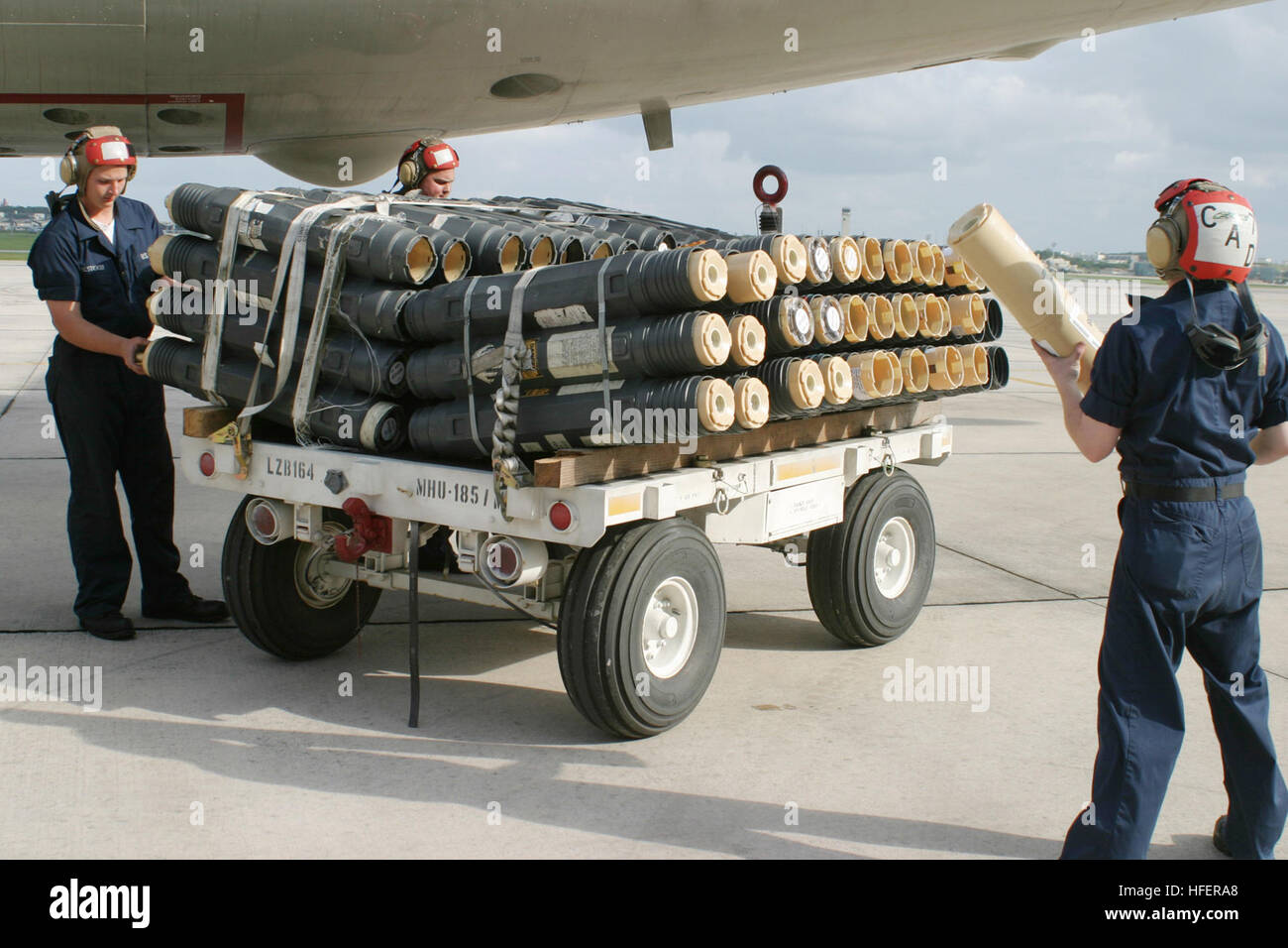 050415-N-3122S-009 Okinawa, Japan (April 15, 2005)--Aviation Ordnanceman assigned to the 'Fighting Tigers' - Stock Image