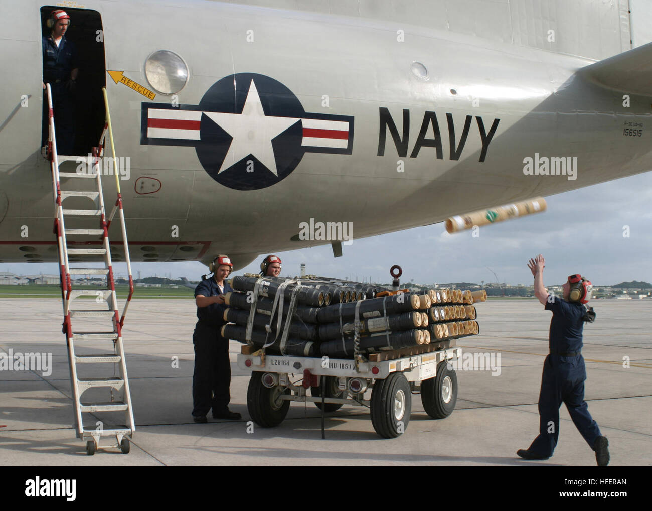 050415-N-3122S-008 Okinawa, Japan (April 15, 2005)--Aviation Ordnanceman assigned to the 'Fighting Tigers' - Stock Image