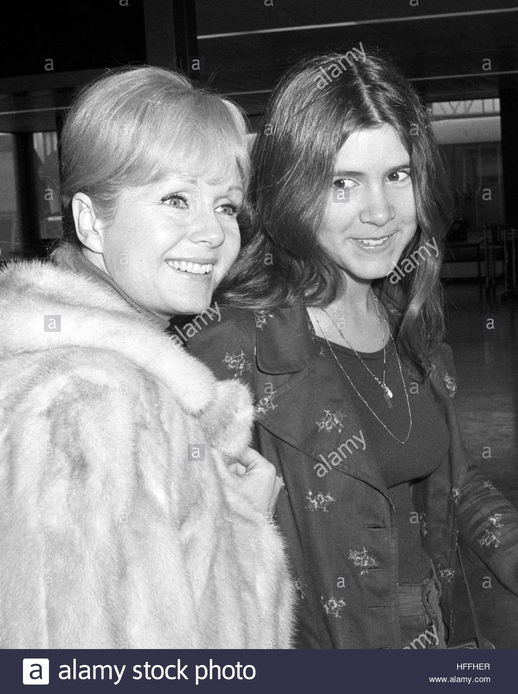 File photo dated 12/2/1972 of actress Debbie Reynolds with her daughter Carrie Fisher (right). Relatives of Reynolds - Stock Image