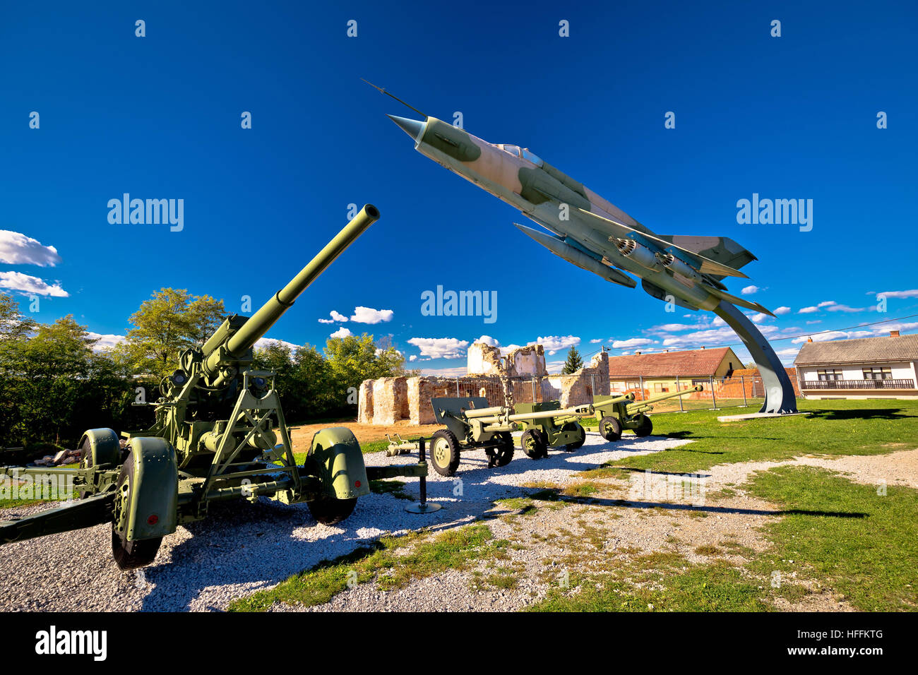 Military cannon and fighter jet with sun rays view, Karlovac, Croatia - Stock Image