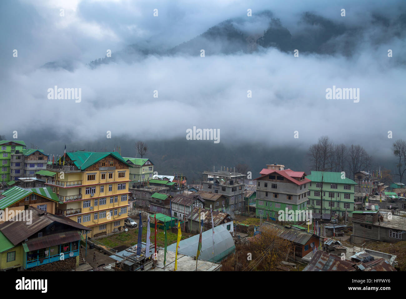 Himalayan mountain village town of Lachen, Sikkim on a foggy winter morning. - Stock Image