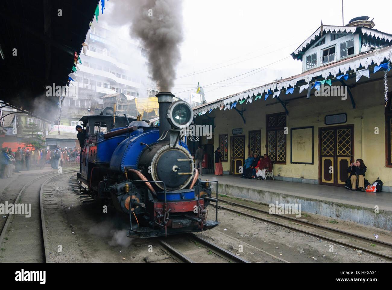 Kurseong: Darjeeling Himalayan Railway at Kursong Train Station, West Bengal, Westbengalen, India - Stock Image