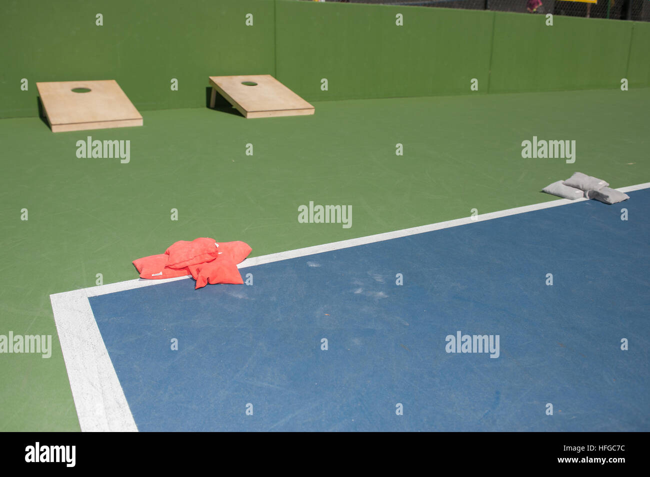 Corn hole game and bean bags ready to play - Stock Image
