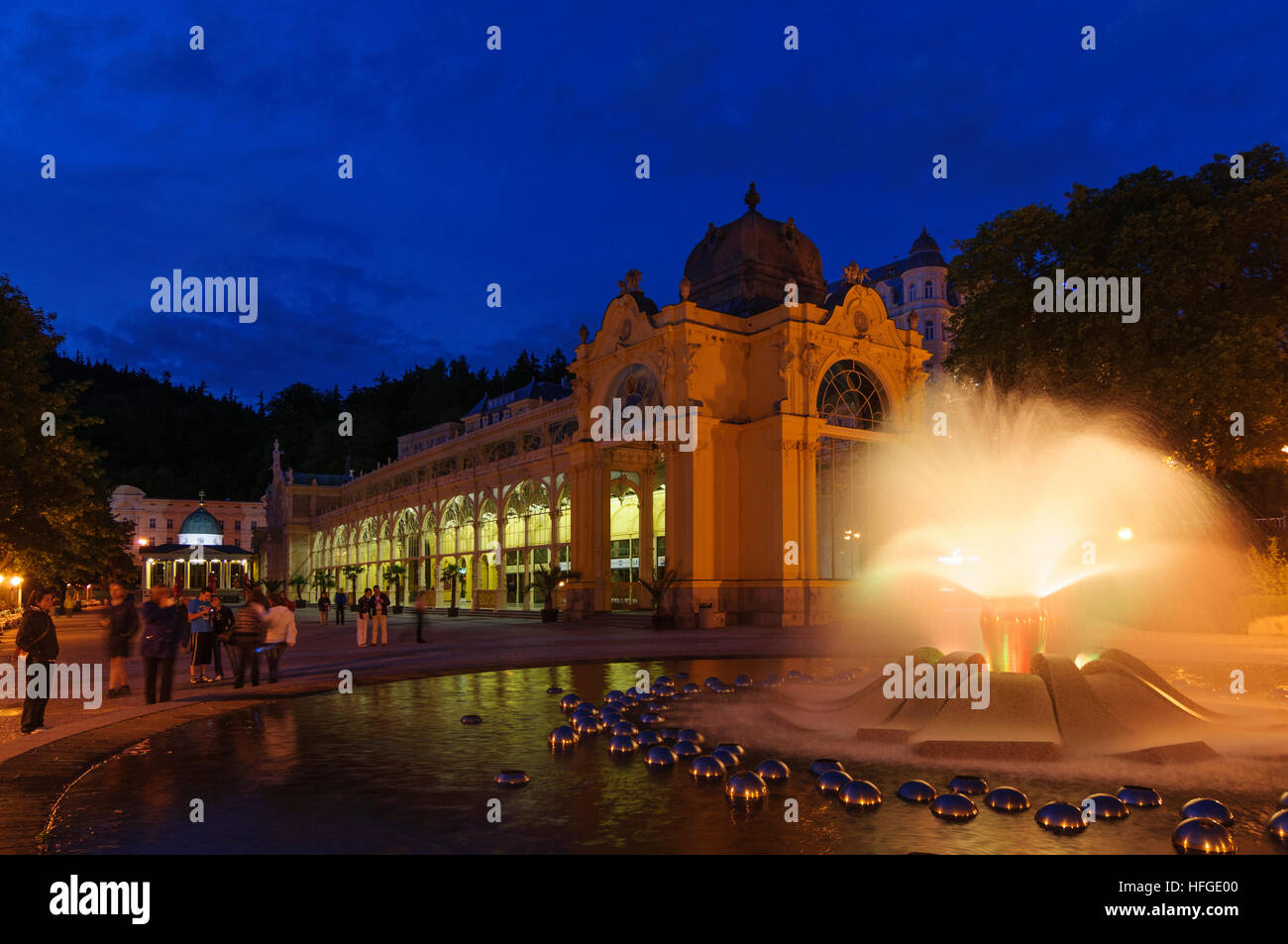 Marianske Lazne (Marienbad): New Colonnade with 'Singing Fountain', , Karlovarsky, Karlsbader Region, Karlovy - Stock Image
