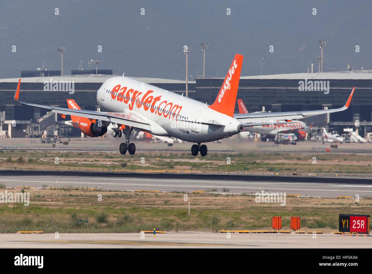 Easyjet Airbus A320 landing at El Prat Airport in Barcelona, Spain. - Stock Image