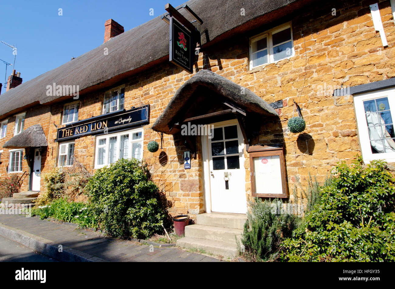 The Red Lion public house in the village of Cropredy in Oxfordshire - Stock Image