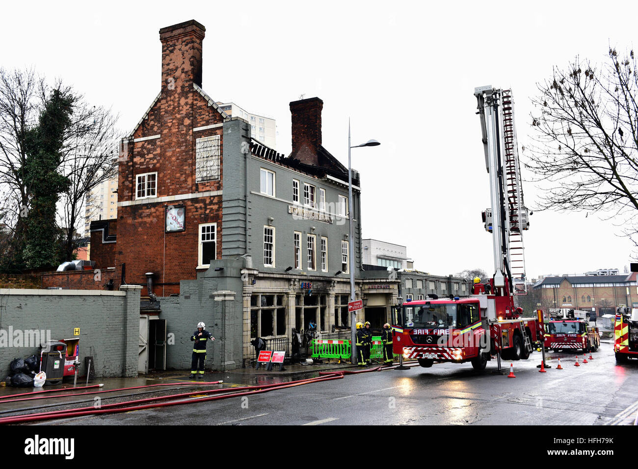 Acton, London, United Kingdom. 1st January, 2017. The Aeronaut pub Ten fire engines and 72 firefighters and officers - Stock Image