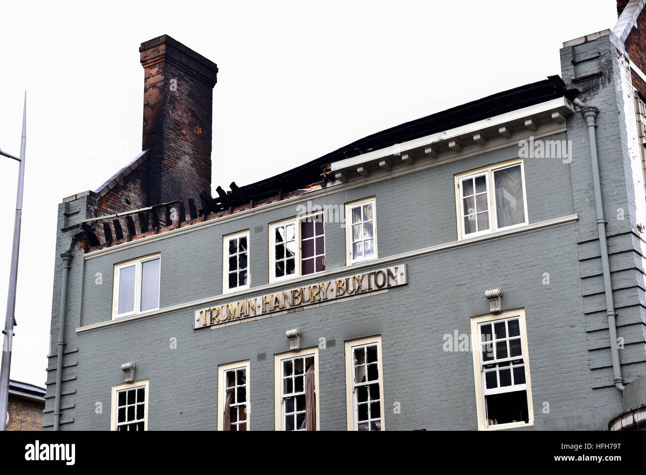 Acton, London, United Kingdom. 1st January, 2017. The Aeronaut pub Ten fire engines and 72 firefighters and officers Stock Photo